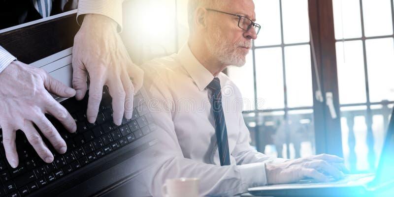 Бизнесмен работая на ноутбуке; множественная выдержка стоковая фотография rf