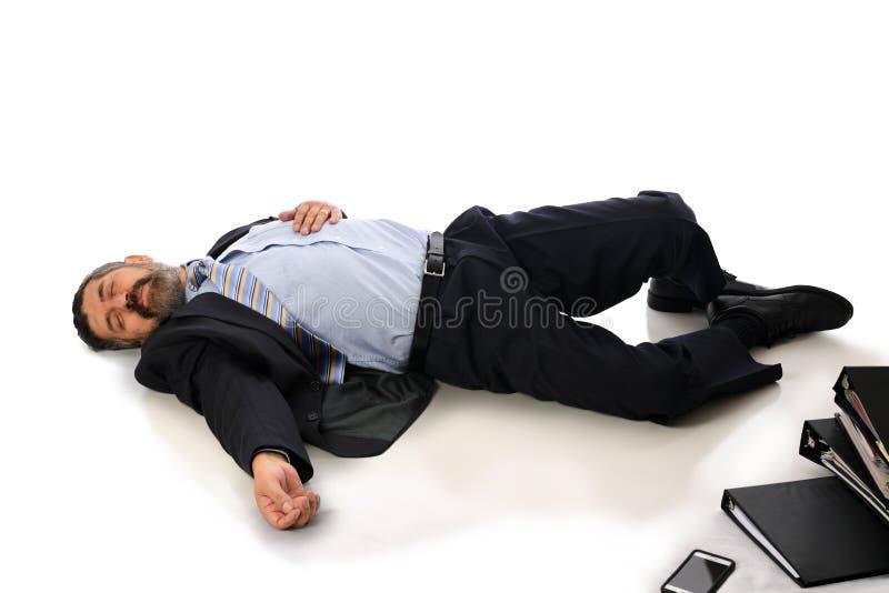 Бизнесмен раненый на поле стоковые фото
