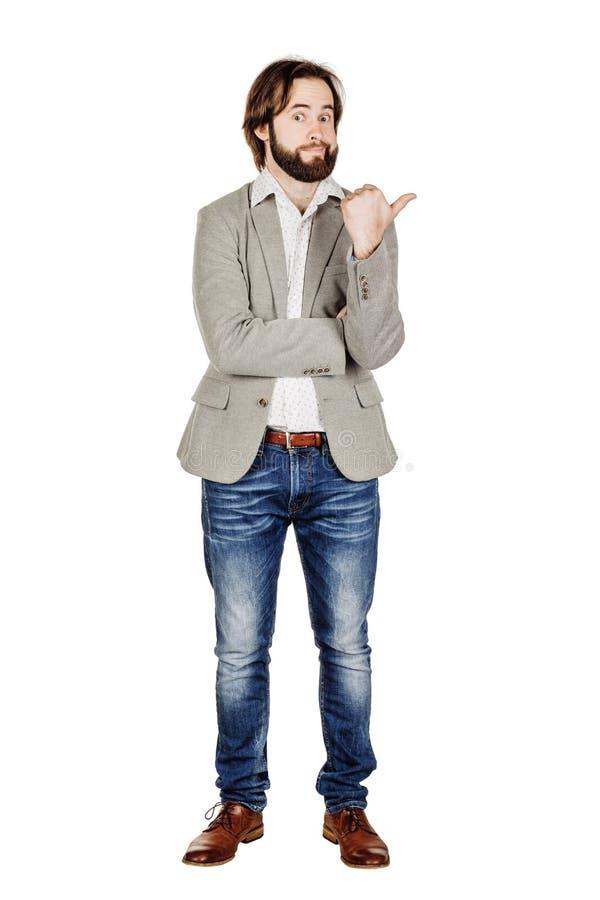 Бизнесмен смотря и указывая жест пальца счастье, g стоковая фотография
