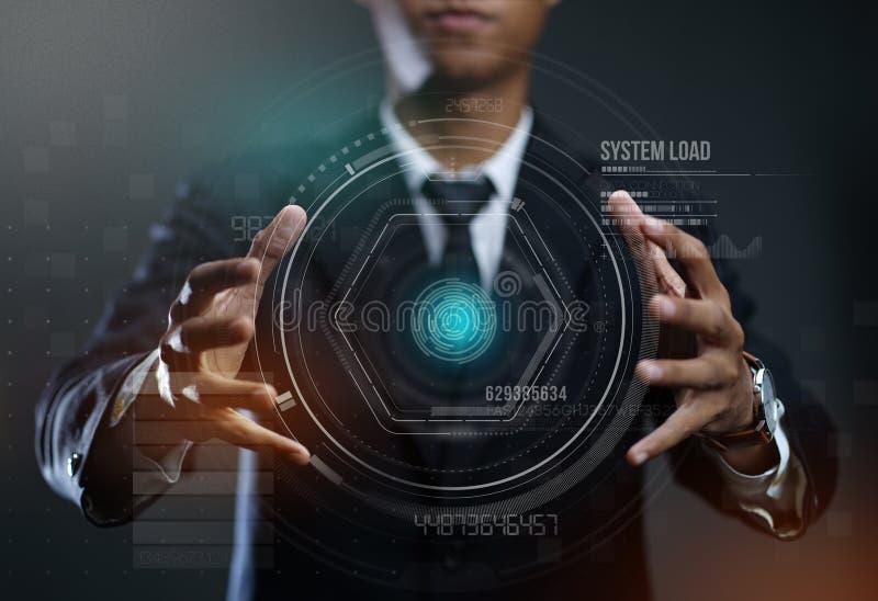Бизнесмен создавая Hologram круга HUD стоковая фотография