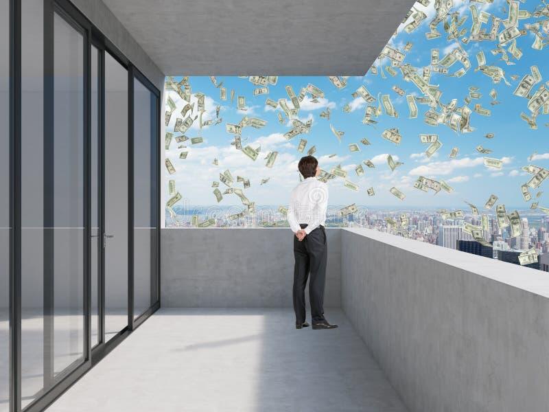 Бизнесмен стоя на балконе стоковое фото rf