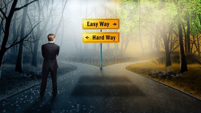 Бизнесмен стоя на перекрестке имея простой способ вариантов и трудный путь стоковое изображение