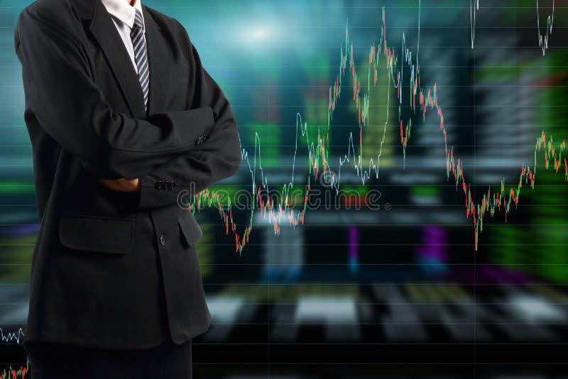 Бизнесмен стоя с предпосылкой диаграммы фондовой биржи бесплатная иллюстрация