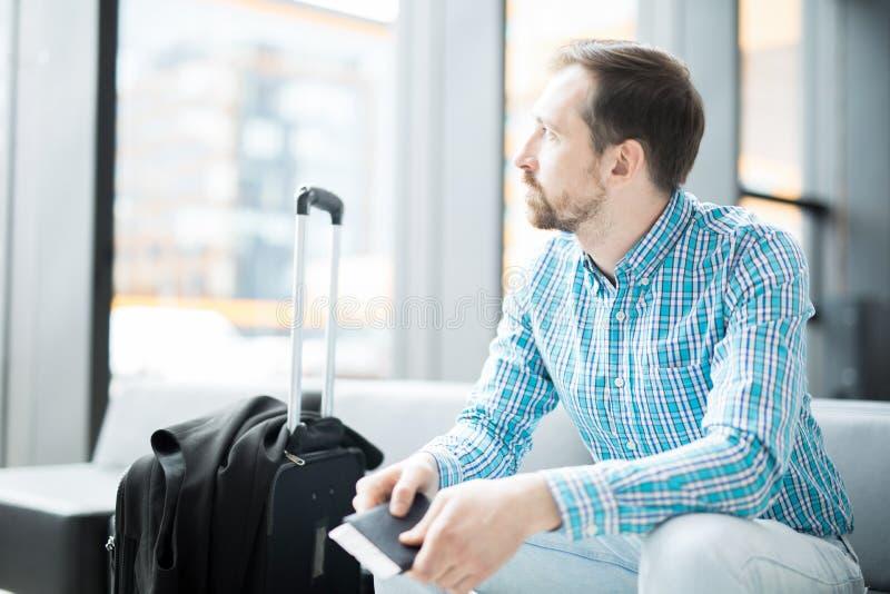 Бизнесмен с багажем стоковая фотография rf