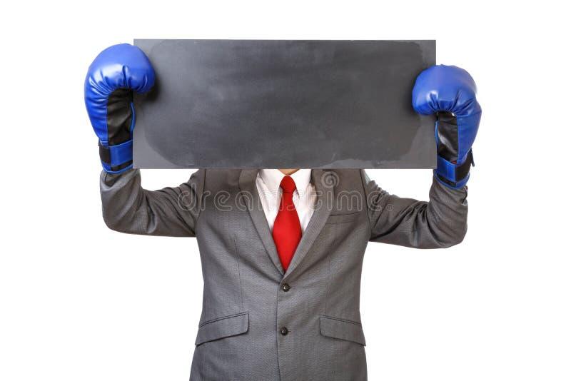 Бизнесмен с голубыми перчатками бокса стоковые фотографии rf