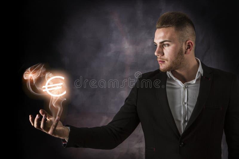 Бизнесмен с евро на огне стоковое изображение