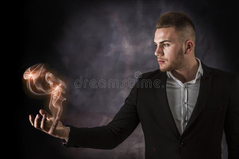 Бизнесмен с евро на огне стоковые изображения