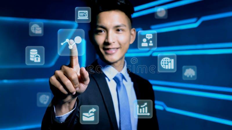 Бизнесмен с значком стоковые изображения