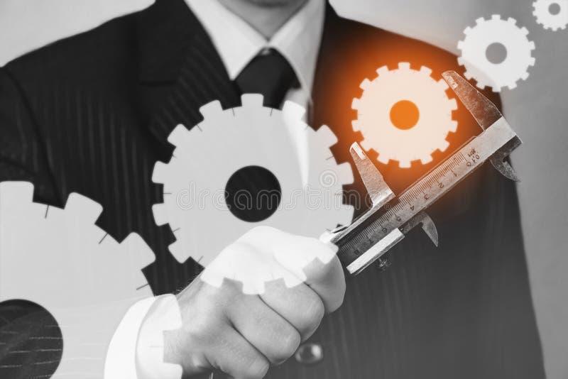 Бизнесмен с крумциркулями, monochrome изображение стоковые изображения