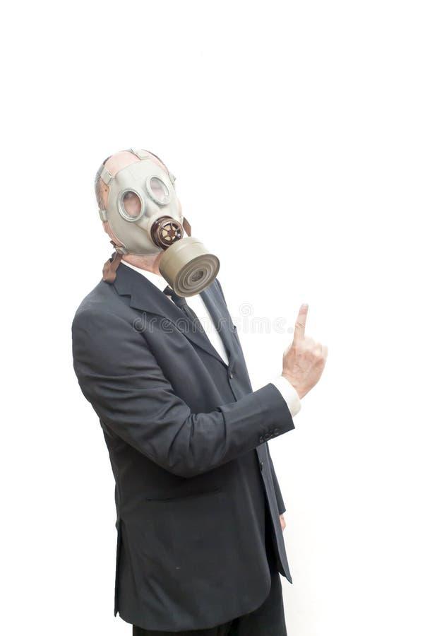 Бизнесмен с маской противогаза указывая его указательный палец вверх стоковые фото