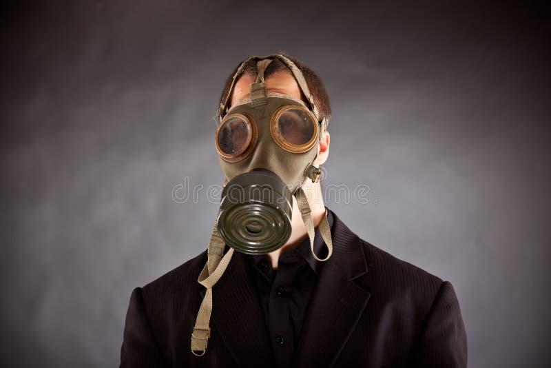 Бизнесмен с маской противогаза стоковое изображение