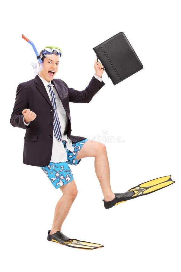 Бизнесмен с удерживанием снаряжения для подводного плавания сумка стоковое изображение rf
