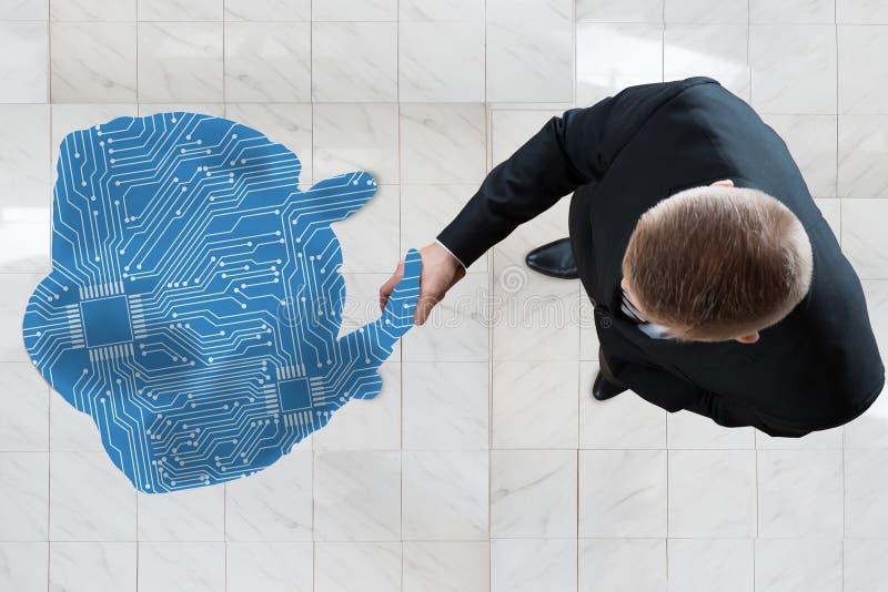 Бизнесмен тряся руки с диаграммой произведенной цифров человеческой стоковые изображения rf