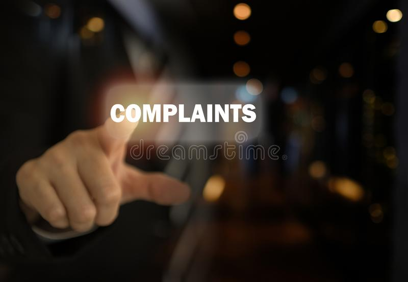 Бизнесмен указывая жалобы текста стоковые фото