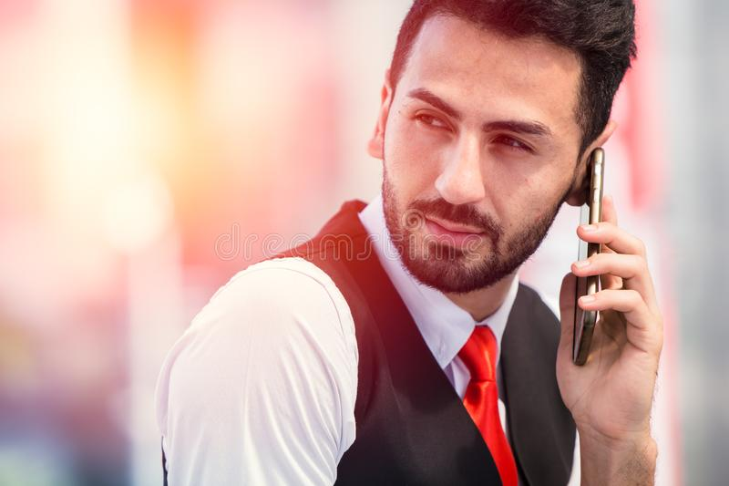 Бизнесмен хипстера звоня телефонный звонок стоковая фотография