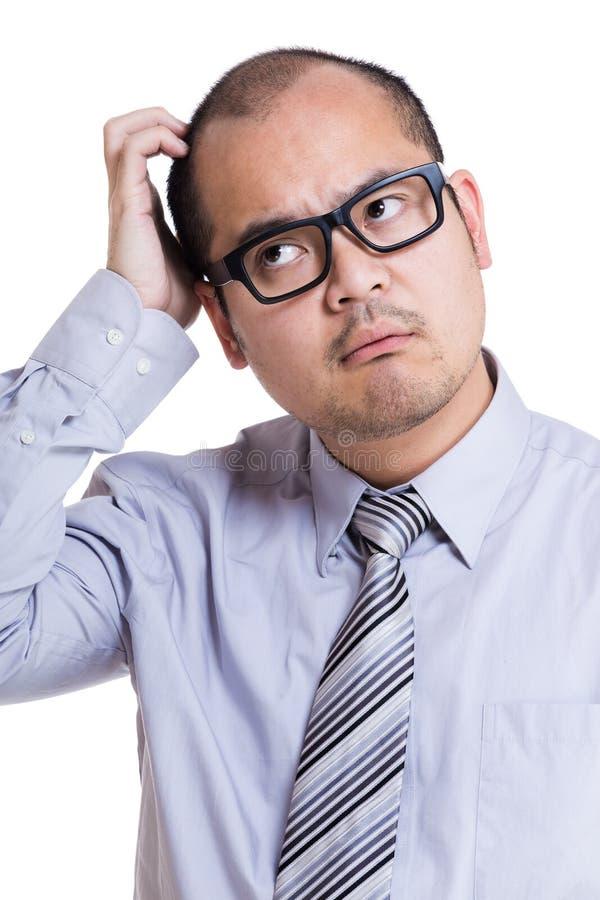 Бизнесмен царапая голову стоковые фото