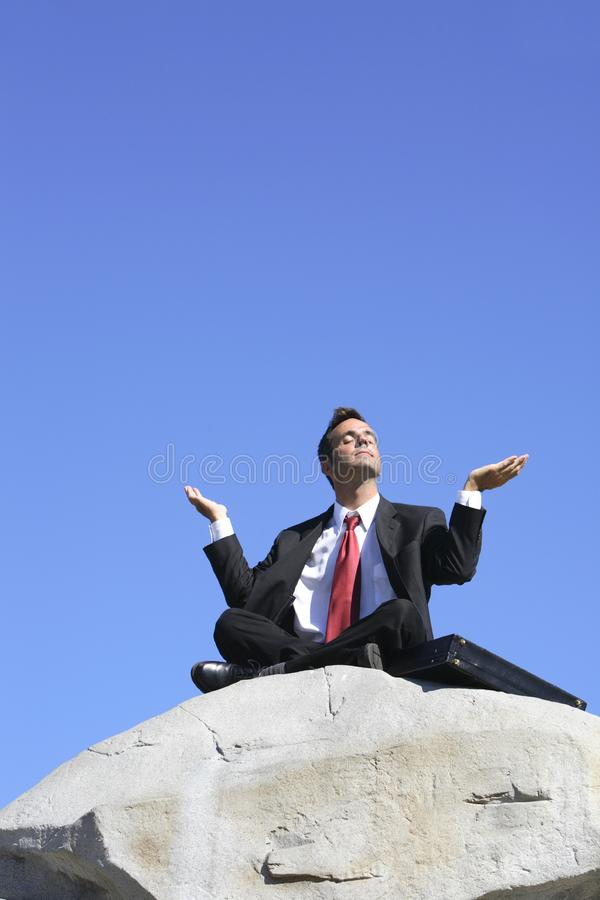 Бизнесмен meditating стоковая фотография rf