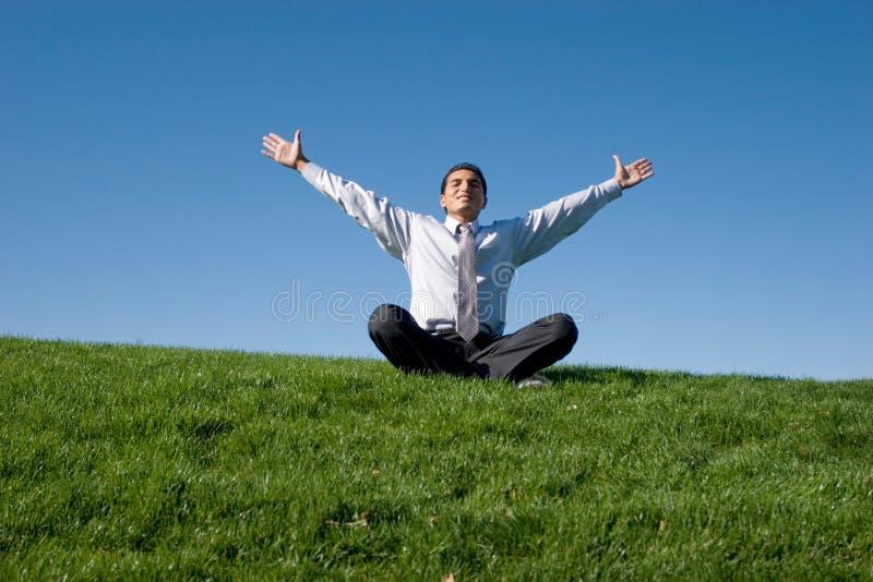 бизнесмен meditating стоковое изображение