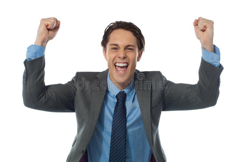 Бизнесмен rasing его рукоятки и joyfully стоковая фотография