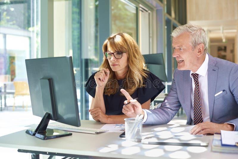 Бизнес-встреча в офисе стоковые фотографии rf