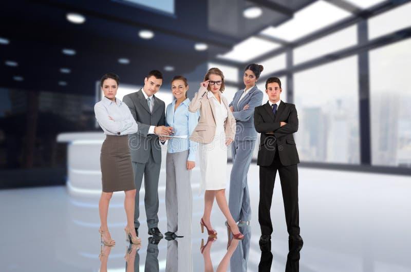 Бизнес-группа в здании стоковые фотографии rf