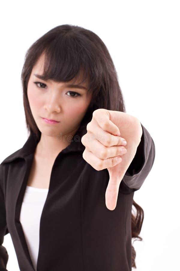 Бизнес-леди давая большой палец руки вниз стоковое фото