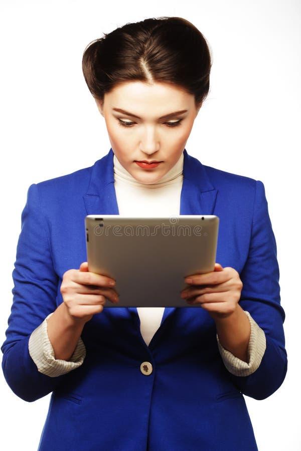 Download Бизнес-леди держа планшет стоковое изображение. изображение насчитывающей усмешка - 37926755