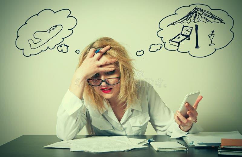 бизнес-леди имея тревоги стоковые изображения