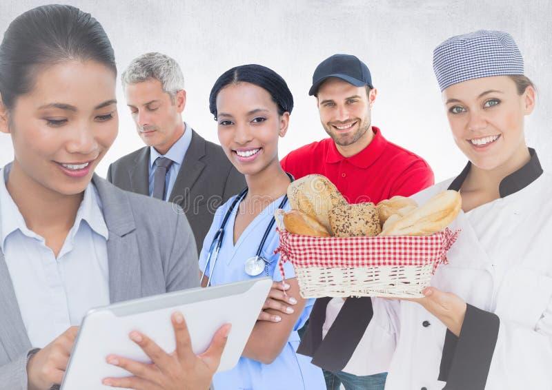Бизнес-леди и человек, доктор, шеф-повар и работник доставляющий покупки на дом против белой предпосылки стоковые изображения
