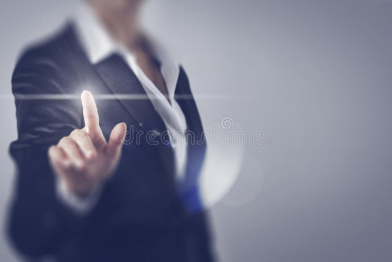Бизнес-леди касаясь экрану стоковые фото