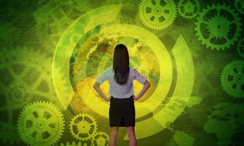 Бизнес-леди перед голографическим экраном иллюстрация вектора