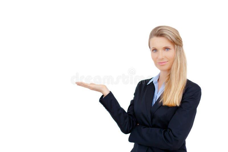 Бизнес-леди показывая белый космос экземпляра стоковые фотографии rf