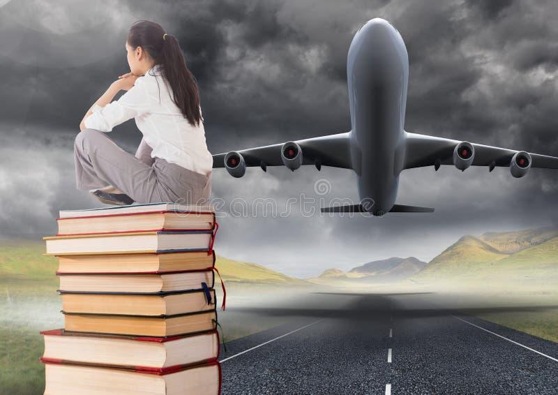 Бизнес-леди сидя на книгах штабелированных плоским принимает взлётно-посадочная дорожка стоковые фото