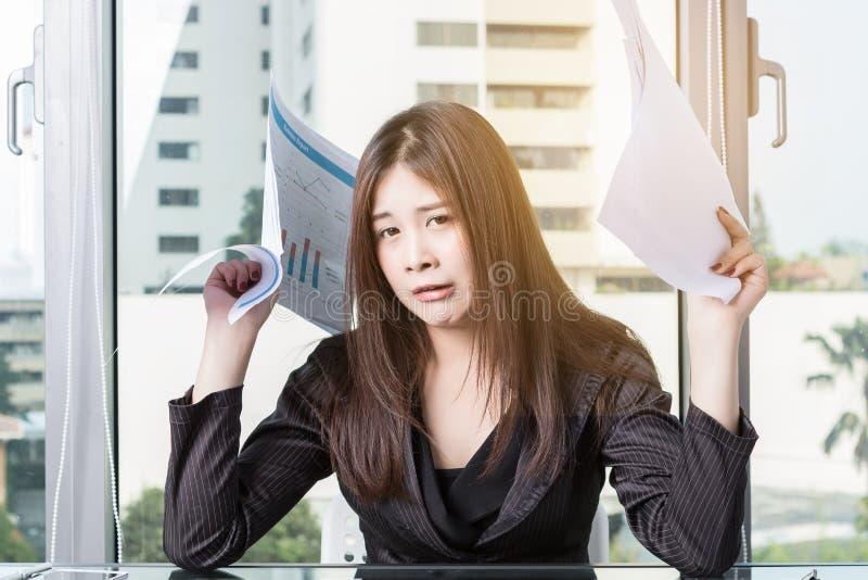 Бизнес-леди усилена стоковое изображение