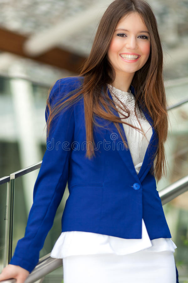 Download Бизнес-леди стоковое изображение. изображение насчитывающей модель - 37931595