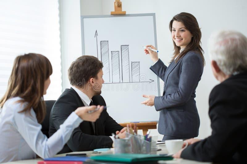 Бизнес-конференция женщины ведущая стоковая фотография rf