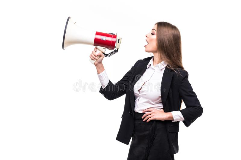 Бизнес-леди с выкрикивать громкоговорителя и кричащее изолированное на белой предпосылке с костюмом стоковые изображения rf