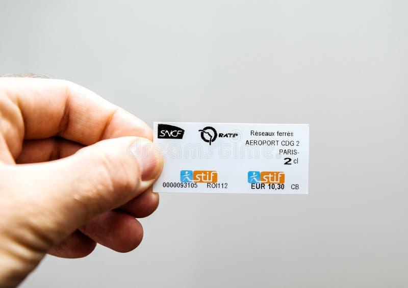 Билет на поезд CDG 2 Париж метро Парижа стоковое фото