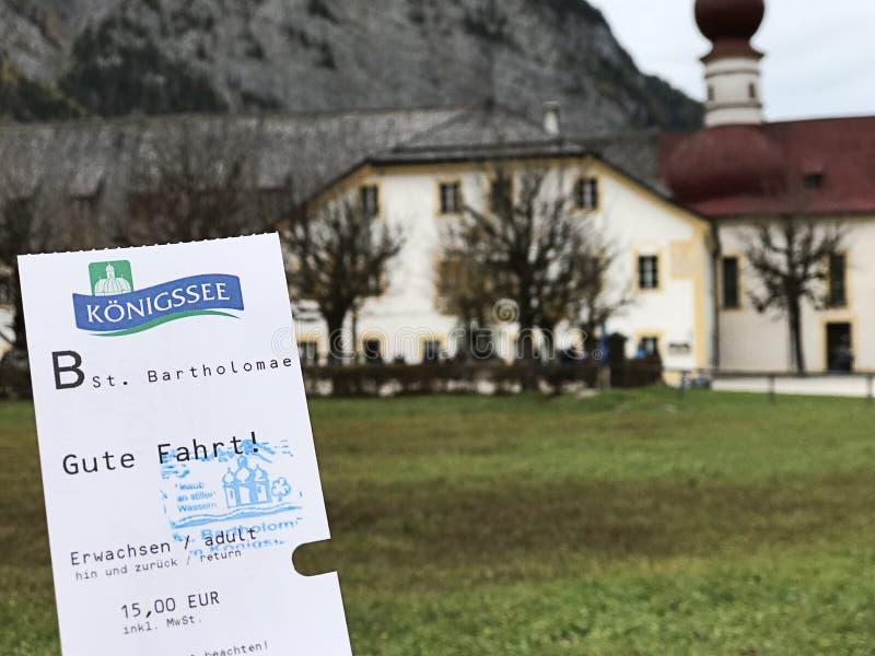 Билет прогулки на яхте озера Konigsee которое уже было проштемпелевано избитой фразе церков StBartholomew стоковые фото