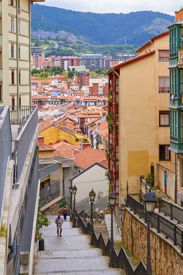 БИЛЬБАО, ИСПАНИЯ, ОКОЛО август 2018, спуск улицы стоковое фото rf