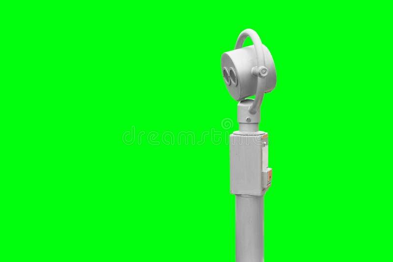 Бинокли для исследовать город Серебряный телескоп цвета на зеленой изолированной предпосылке, Оплаченный просмотр стоковое фото rf