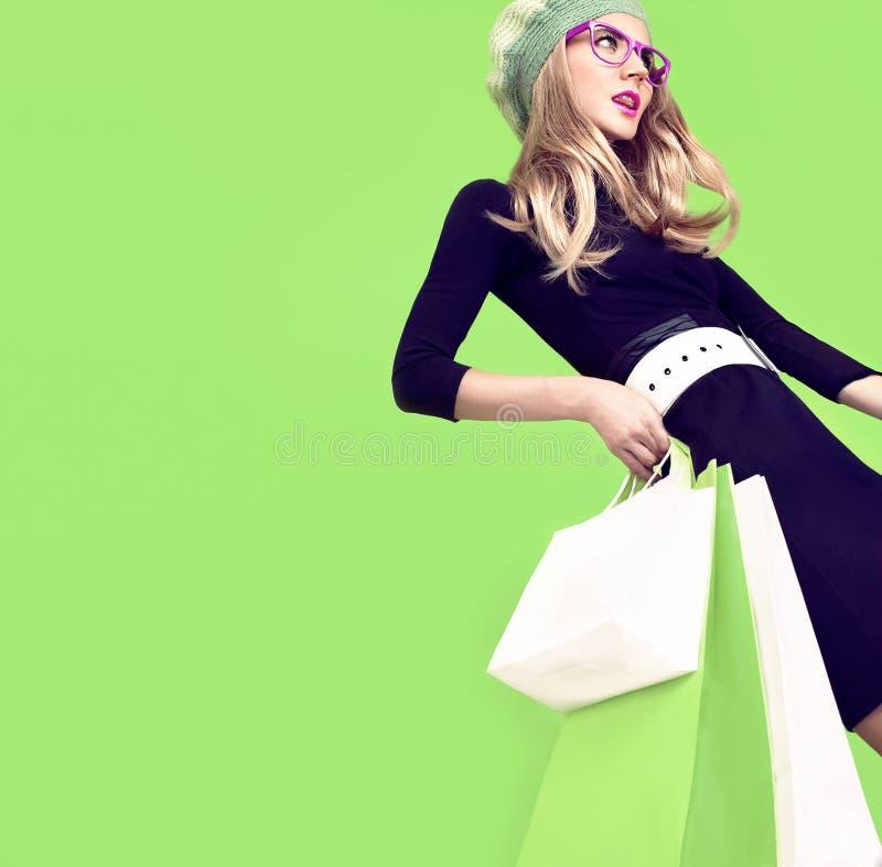 Био девушка моды покупок стоковые фотографии rf