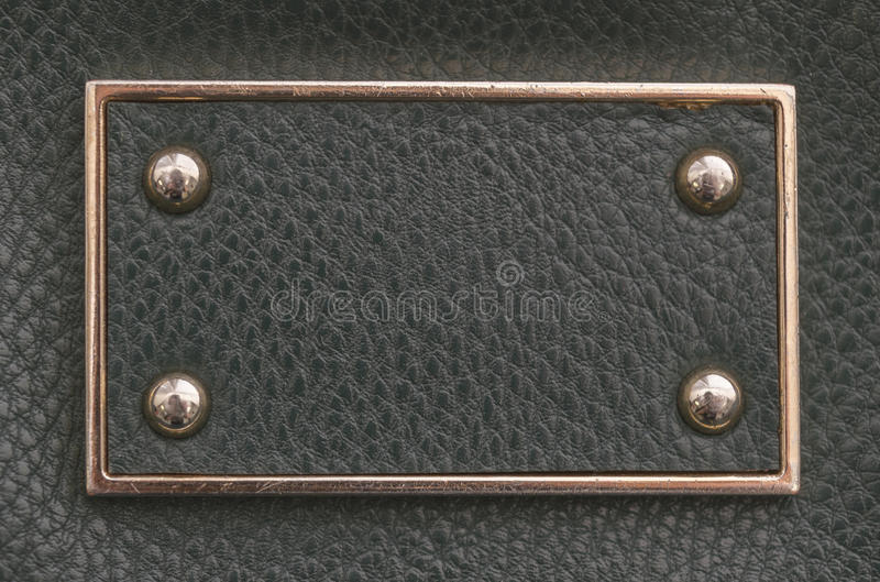 Бирка имитационной кожи с границей и заклепками металла стоковые изображения rf