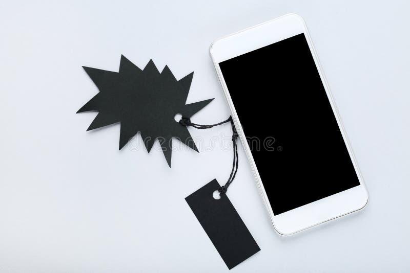 Бирки продажи с smartphone стоковое фото rf