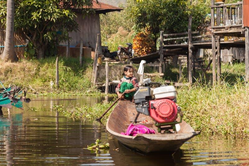 Бирманская девушка озера Inle стоковое фото rf