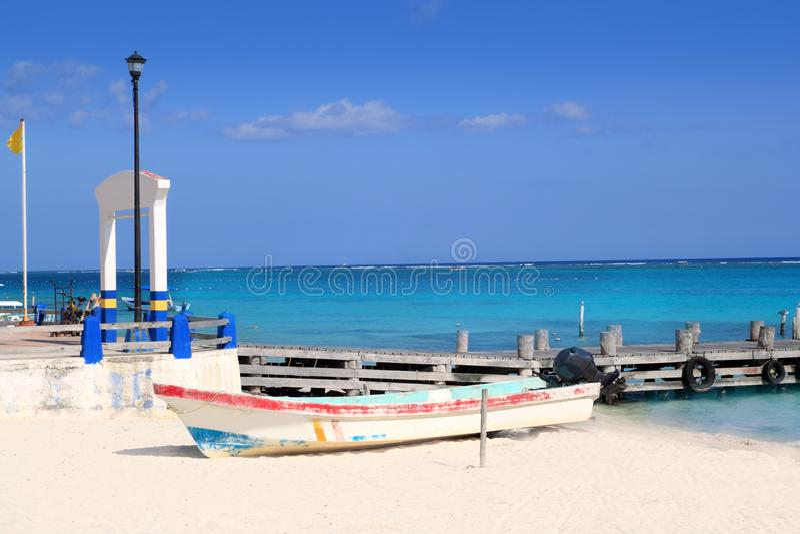 Download бирюза Puerto Morelos шлюпки пляжа карибская Стоковое Фото - изображение насчитывающей горизонт, затишье: 18385244