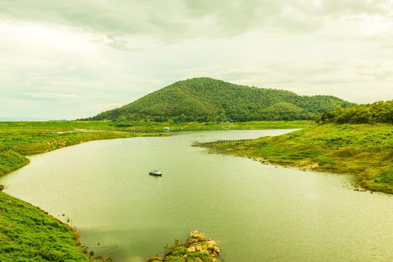 Благоустраивайте взгляд запруды Mae Kuang Udom Thara стоковая фотография rf