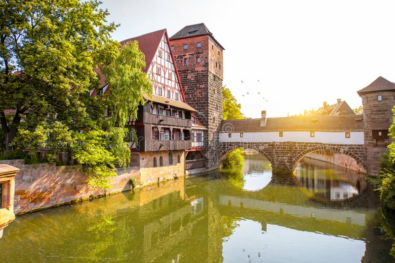 Благоустраивайте взгляд на береге реки в Nurnberg, Германии стоковая фотография