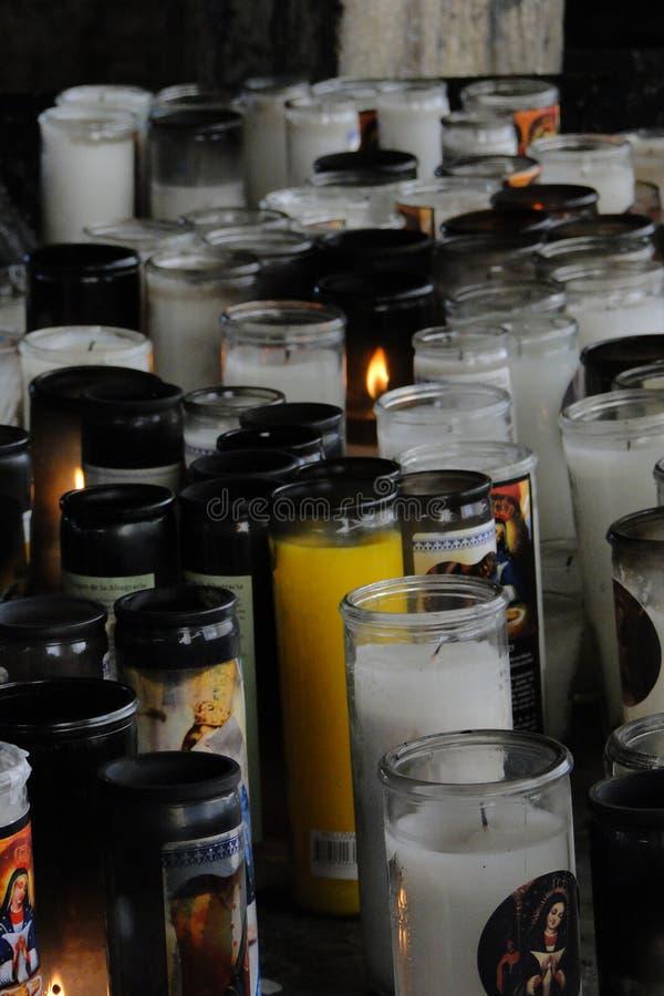 блески candlet 0ne среди настолько много стоковые изображения rf