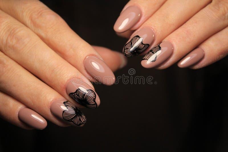 блестящие ногти маникюра стоковые изображения rf